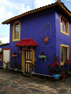 Duitama, Boyaca, Colombia Places Around The World, Travel Around The World, Around The Worlds, Fonda Paisa, Colombian Culture, Dream Photography, Colombia Travel, Colourful Buildings, Largest Countries