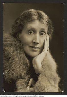 Mulheres OusadasY❤B <> VIRGINIA WOOLF, 1927 - escritora: Pela moradia londrina de Bloomsbury desta novelista (1882-1941) passaram autores como J. M. Keynes e E. M. Foster. Suicidou-se se afogando por medo de uma incipiente loucura.