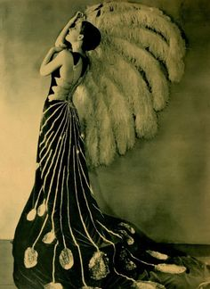 """Norma Shearer, an ART DECO dream. After doing some research, I finally discovered that Norma wore this Art-Deco dream in a film entitled, """"UPSTAGE"""" 1926 Vintage Glamour, Vintage Beauty, 1920s Glamour, Hollywood Glamour, Classic Hollywood, Old Hollywood, Hollywood Gowns, Vintage Dresses, Vintage Outfits"""