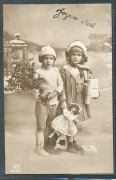 QB177-NOEL-Xmas-COUPLE-of-EDWARDIAN-CHILDREN-GIFTS-DOLL-PHOTO-pc-EAS: