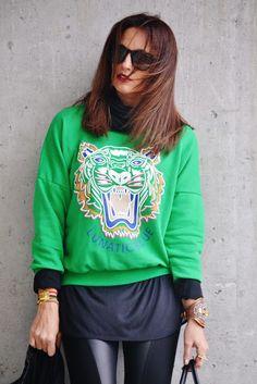 Vanessa de KEYKOAMODEL luce espectacular, con golpe de color verde, ella combina varios colores de nuestra pulsera de Macramé con Cruz Dorada que puedes encontrar en:  http://www.marbcnshop.com/es/pulseras/89-pulsera-macrame-cruz-dorada.html