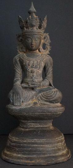 Image from http://goldentriangleantiques.com/wp-content/uploads/2013/04/Burmese-Antique-Arakan-Bronze-Buddha-Statue-22.jpg.