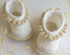 MIA baby booties crochet pattern Permission to by MakiCrochet