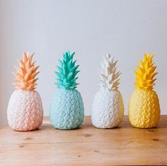 This Pineapple Light will light up your living area in tropical style, a fruity piece with a warm glow.  It will fit in any decor, a minimalist or retro