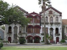 historic galveston mansion on broadway needs to be converted into a cool hotel!