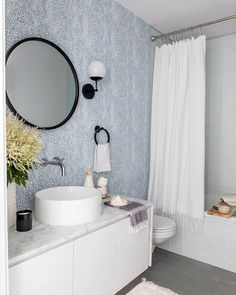 This week we're turning 5! To celebrate we're sharing out favorite #RAatHome pictures. This one is from the home of @masonliff designed by @thehoneybluesstudio for @parachutehome. We're thrilled at how our Speckled Wallpaper in Cloud Blue transformed this bathroom. See more on Parachute's blog. Photo by @monicawangphoto.#rebeccaatwood #RAwallpaper