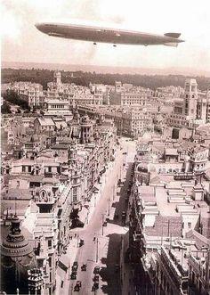 Zeppelin flying over the Gran Vía, 1932, Madrid