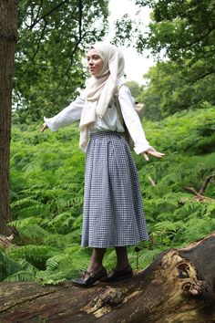 Vintagonista Vintage:  Gingham Midi skirt, dressmaking, sewing, botanical, nature, vintage inspired, vintage style, country style, wicker basket, vintage hijab style, vintage outfit, vintage fashion, Novelty Bag, Vintage picnic, vintage adventure, modcloth