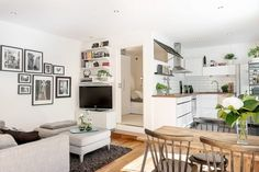 Small room design – Home Decor Interior Designs Apartment Interior, Apartment Design, Apartment Living, Small Apartment Layout, European Apartment, Apartment Ideas, Tiny Apartments, Tiny Spaces, College Apartments