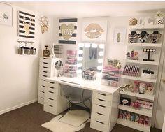 Makeup Room Diy Desk Organization 36 Ideas For 2019 Makeup Room Diy, Makeup Rooms, Diy Makeup, Eyeliner Makeup, Makeup Hacks, Makeup Tips, Sala Glam, Beauty Room Decor, Decor Room