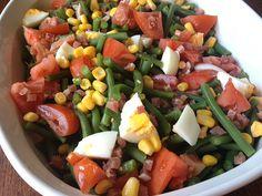 Ensalada de judías, tomate, huevo , maíz y jamón con un aliño excepcional ! http://recetasysonrisas.blogspot.com.es/2013/07/ensalada-de-judias-tomate-jamon-huevo-y.html