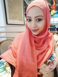 Arabian Beauty, Batman Logo, Hijab Chic, Girl Hijab, Muslim Girls, Kakashi, Hijab Fashion, Tik Tok, Islamic