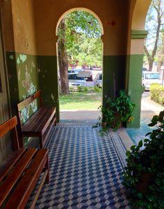 Corredor con piso mosaico. Asunción-Paraguay
