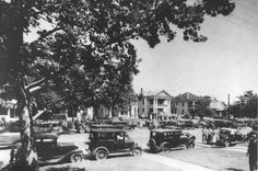 Clyde Barrow's Funeral (Of the infamous duo Bonnie and Clyde), Dallas, Texas. Bonnie And Clyde Quotes, Bonnie Clyde, Funeral, Clarence Darrow, Famous Outlaws, Real Gangster, Bonnie Parker, Texas History, Historical Photos
