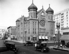 LA: The B'nai B'rith synagogue, downtown Los Angeles at and Hope Streets, Replaced by the Wilshire Boulevard Temple in 1929 Synagogue Architecture, Jewish Temple, Vintage California, Southern California, Les Religions, Downtown Los Angeles, Modern History, Place Of Worship, Back In The Day