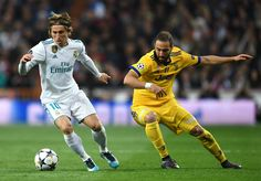 Luka Modric Photos - Luka Modric of Real Madrid runs with the ball away from Gonzalo Higuain of Juventus  during the UEFA Champions League Quarter Final Second Leg match between Real Madrid and Juventus at Estadio Santiago Bernabeu on April 11, 2018 in Madrid, Spain. - Real Madrid vs. Juventus - UEFA Champions League Quarter Final Second Leg