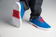 http://www.zorilestore.ro/pantofi-casual-barbati-puma-funist-lo-matst-m-304717_03 Puma Funist LO.MAT.ST sunt pantofii casual potriviti pentru iesirile cotidiene fiind comozi si eleganti. Partea superioara este confectionata din piele de calitate si materiale textile, combinatie ce asigura o rezistenta buna si un confort aparte.