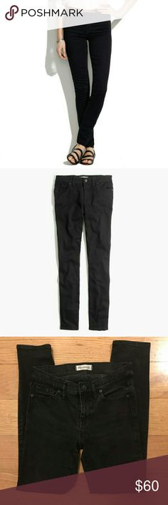 Madewell black Skinny Skinny 25 small Demin Jean Skinny Skinny, 8in rise Brand: madewell  Labeled Size: 25 Condition: great, worn handful times Material: Waist measurement:14 Length of garment:  Hip measurement: 16 Inseam: 27 Madewell Jeans Skinny