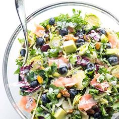 Salmon Kale Superfood Salad Recipe with Creamy Lemon Vinaigrette - Easy sweet kale superfood salad with lemon vinaigrette, smoked salmon and avocado is like a better Costco kale salad. 5 ingredients, plus 5 in the dressing! Salad Recipes Low Carb, Kale Salad Recipes, Keto Recipes, Healthy Recipes, Weekly Recipes, Free Recipes, Kale Superfood, Superfood Recipes, Smoothie Recipes