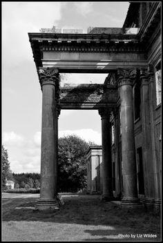 Castleboro Entrance by Liz Wildes