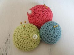 How to crochet a pin cushion - Mollie Makes ༺✿Teresa Restegui http://www.pinterest.com/teretegui/✿༻