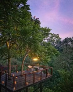 Cool Tree House Ideas to Take Your Project to the Next Level. … The goal of an awe-inspiring tree house is to make it unforgettable and a place where… Ubud, Wooden Tree House, Wooden House Design, Beautiful Tree Houses, Cool Tree Houses, Simple Tree House, Tree House Plans, Jungle House, Traditional Japanese House