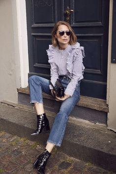 Anine Bing's casual statement blouse and denim outfit is perfection. Denim Blouse, Denim Outfit, Ruffle Blouse, Denim Jeans, Look Fashion, Fashion Outfits, Workwear Fashion, Teen Fashion, Bluse Outfit