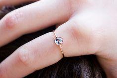 Atemberaubende Aquamarin Ring in 14 Karat Roségold handgefertigten ovalen Edelstein-Ring. Schöne und zierlichen Edelstein-Verlobungsring.  Aquamarin ist der Geburtsstein März und ist ein...
