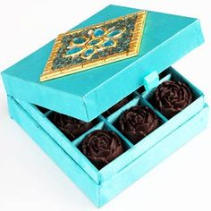 Sugarfree Blue Chocolate Roses Box - Online Shopping for Diwali Sweet Hampers by Ghasitaram Gifts Chocolate Roses, Blue Chocolate, Send Chocolates, Chocolates Online, Sweet Hampers, Best Online Shopping Sites, Diwali Gifts, Indian Sweets, Gift Store