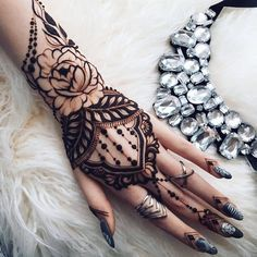 Stylish and Cute HENNA Tatttoo Design Ideas for this Year 2019 Part ; henna tattoos on hand; Pretty Henna Designs, Henna Tattoo Designs Simple, Finger Henna Designs, Mehndi Art Designs, Simple Henna, Henna Tattoo Hand, Henna Body Art, Henna Mehndi, Henna Art