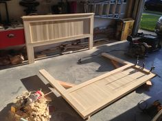 DIY bed frame -- this might be the winner for our new bed the hubby is going to… Master Bedroom Bathroom, Master Room, Home Bedroom, Bedroom Decor, Bedroom Ideas, Bedrooms, Homemade Furniture, Diy Furniture, Wooden Projects