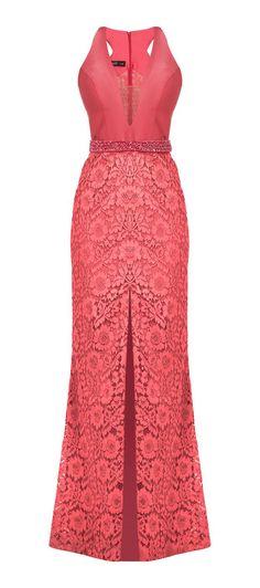 Vestido longo de segal e renda. O cinto bordado com acabamento afina a silhueta com charme. Modelo versátil, valoriza o colo com o decote, as alças mais finas e o detalhe nadador. A sensualidade fica ...