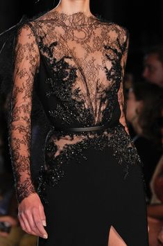 Elie Saab Fashion Show Herbst-Winter Couture - Mode für Frauen Style Haute Couture, Couture Mode, Couture Details, Fashion Details, Couture Fashion, Runway Fashion, Elie Saab Couture, Fashion Face, Love Fashion