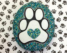 Cachorro pata piedra medio