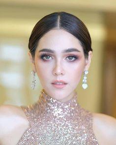 Mario Maurer, Makeup Trends, Movie Stars, Chompoo Araya, Makeup Looks, Diamond Earrings, Hair Beauty, Make Up, Actresses