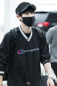 Chanyeol - 150724 Incheon Airport, departing for Osaka Credit: 여울. (인천공항 출국)