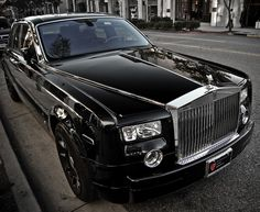 Rolls Royce ~ A car's grill is like the teeth of a tiger. Gotta have em'.