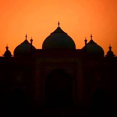 #mytajmemory It is said that one of the most beautiful love stories in this world is between Shah Jahan and Mumtaz maybe the nature agree with it. #sunset #hitchhiking #india #silhouette by gabrielucio #IncredibleIndia #tajmahal