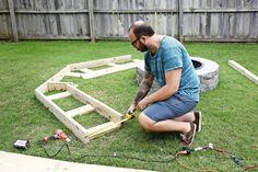 Arka bahçenizde bir ateş alanı olması dış mekanlardaki partilerinizi kesinlikle geliştirecek bir şeydir- özellikle de misafirleriniz için havalı oturma alanlarına sahipseniz. Joshua isimli bir kend…