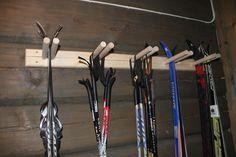 Ski rack for oppbevaring & Ski rack & Tiltre Scandinavian Cabin, Ski Lodge Decor, Ski Rack, Building A Cabin, Mountain Cottage, Garage Interior, Lake Cabins, Cabin Interiors, Cabin Homes