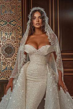 Gorgeous Wedding Dress, Dream Wedding Dresses, Beautiful Gowns, Bridal Dresses, Wedding Gowns, Wedding Blog, Cooler Look, Evening Dresses For Weddings, Mode Outfits