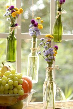 ¿Tenés botellas de vidrio? ¡Tenés floreros nuevos!