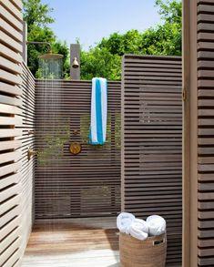 brise-vue en bois douche de jardin