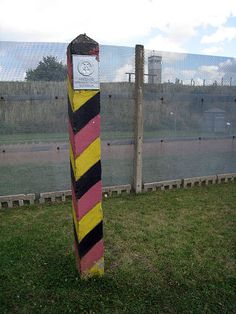 Inner german border fence and pole - Confine tra Germania Est e Germania Ovest - Wikipedia East Germany, Cold War, Suddenly, Fence, Pictures, German Language, Berlin Wall, World, Nature