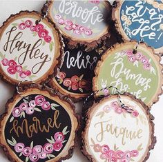 Wooden Christmas Ornaments, Hand Painted Ornaments, Christmas Crafts, Christmas Decorations, Xmas, Wood Slice Crafts, Wood Crafts, Wood Circles, Wood Slices
