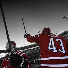 Wilson salutes fans after the Capitals beat the Blackhawks in the 2015 Winter Classic.