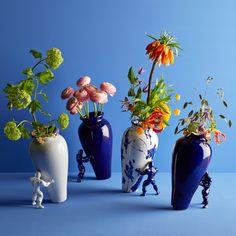Vase / Pot de fleurs original My Superhero Gold au design incroyable - Otoko The My Superhero Pot on Otoko.fr #candleholder #craftsmanship #roses #arts #designer #gift #vase #flowers #home #interior #design #jasmindjerzic #realgold #limitededition #mysuperhero #vaso #pot #ceramics #handmade #newart #smile #colours #manualpainting #christmasgift #flower #happiness #robot #vases