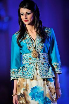 Algerian Fashion: blue karakou