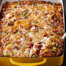 Mexican Beef and Rice Casserole - Mexican - Casserole Taco Casserole With Rice, Mexican Beef Casserole, Ground Beef Casserole, Easy Casserole Recipes, Taco Bake Recipes, Casseroles With Rice, Hamburger And Rice Recipes, Beef And Rice, Beef Dishes