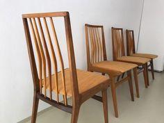 Zum Verkauf stehen vier wunderschöne und stabile Stühle aus den 60er Jahren,4 Stühle 60er Jahre in München - Schwabing-West